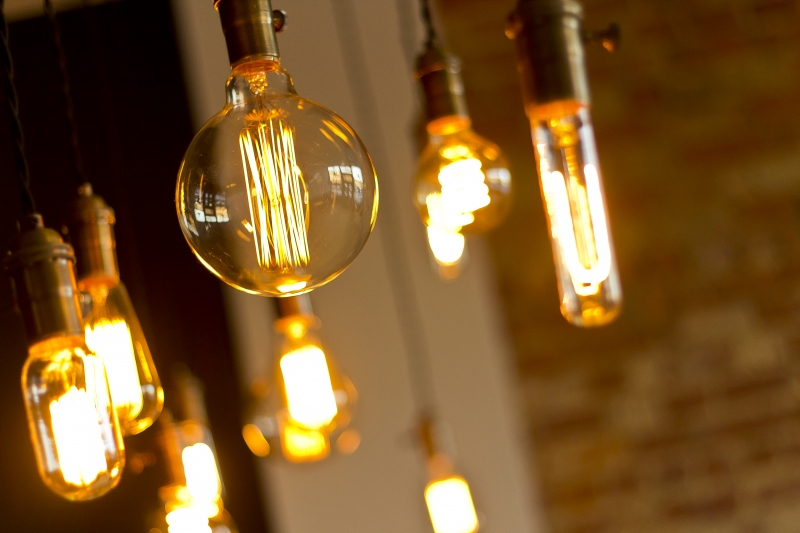 11359152-antique-light-bulbs